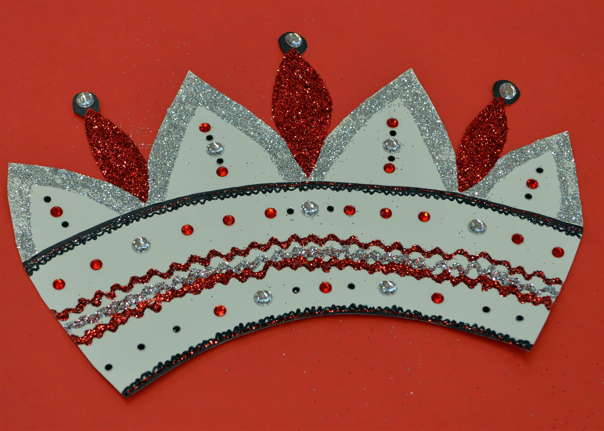 Paper queen crown
