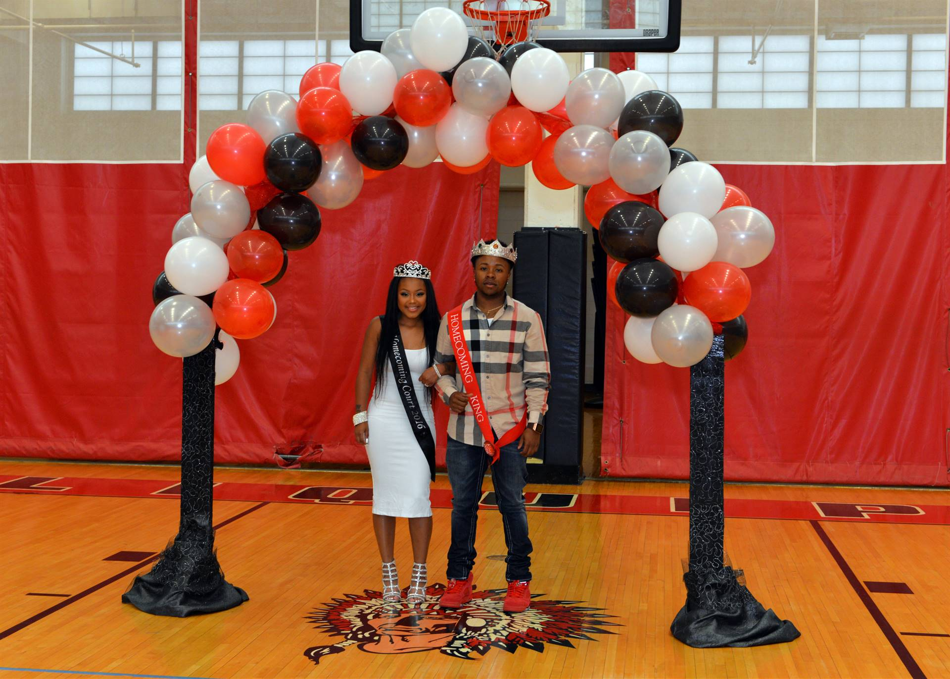 2016 King & Queen balloon arch