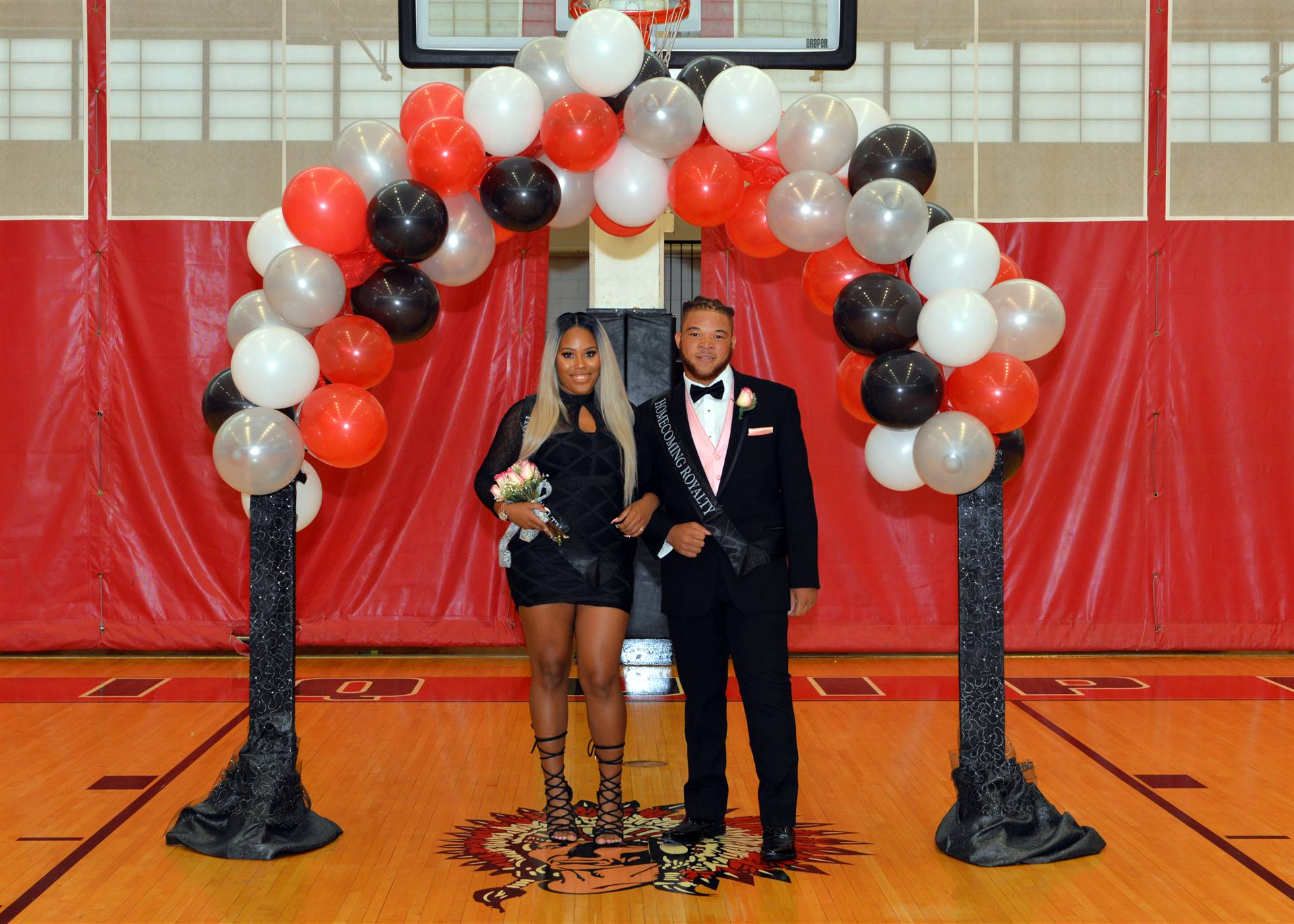 Homecoming Zaona and Kiyon balloon arch