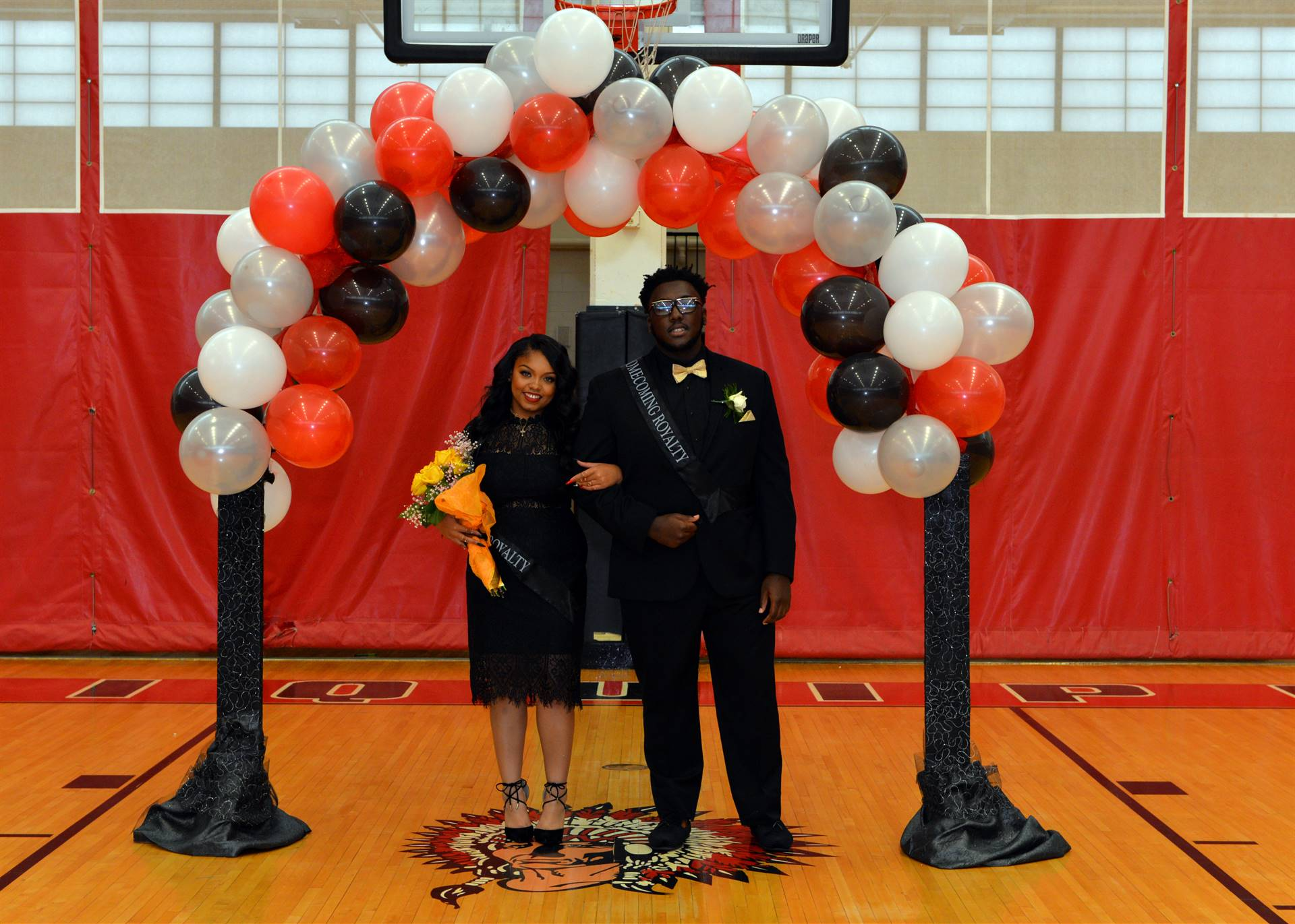 Homecoming Nyonna and Dajour balloon arch